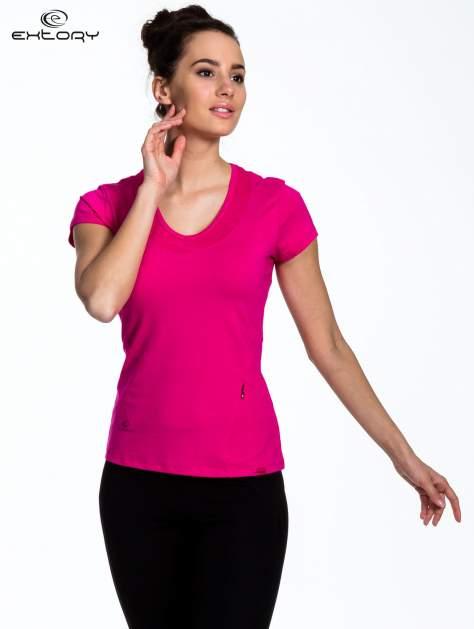 Fuksjowy Różowy t-shirt sportowy z przeszyciem przy dekolcie i kieszonką                                  zdj.                                  1