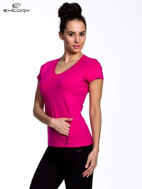 Fuksjowy Różowy t-shirt sportowy z przeszyciem przy dekolcie i kieszonką                                  zdj.                                  3