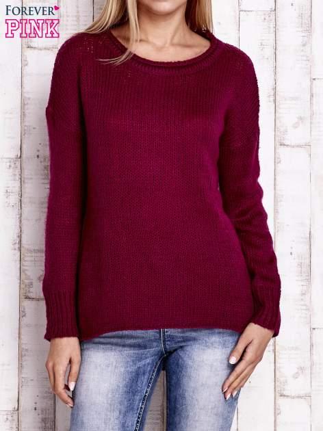 Fuksjowy dzianinowy sweter z dłuższym tyłem                                  zdj.                                  1