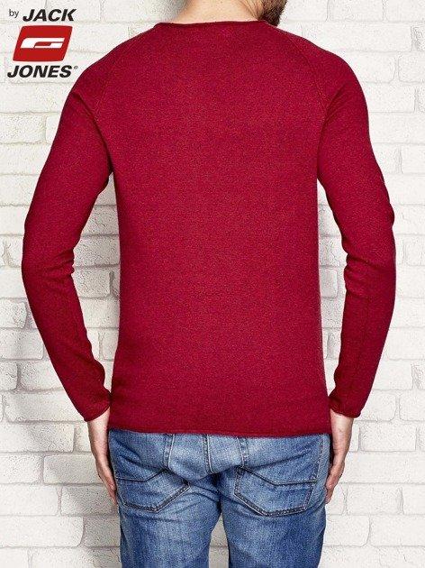 Fuksjowy sweter męski z surowym wykończeniem