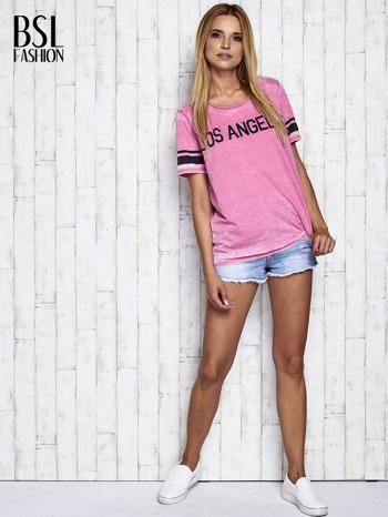 Fuksjowy t-shirt acid wash z napisem LOS ANGELES                                  zdj.                                  2