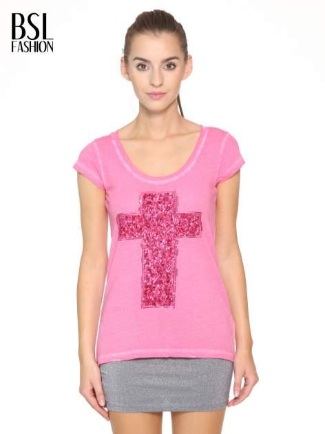 Fuksjowy t-shirt z cekinowym krzyżem                                  zdj.                                  1