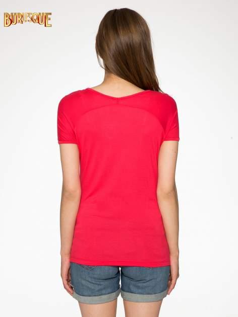 Fuksjowy t-shirt z nadrukiem PARIS                                  zdj.                                  4