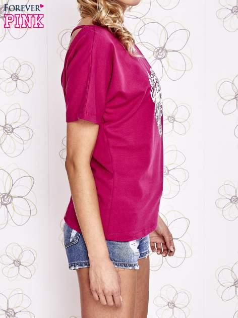 Fuksjowy t-shirt z napisem JE T'AIME i dekoltem na plecach                                  zdj.                                  3