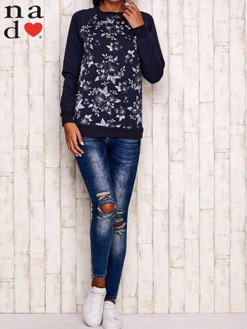 Grafitowa bluza z kwiatowym nadrukiem                                  zdj.                                  2