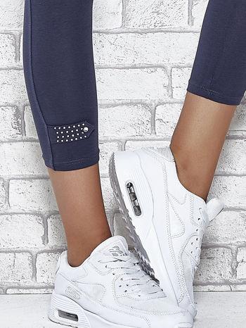 Grafitowe legginsy sportowe z patką z dżetów na dole                                  zdj.                                  5