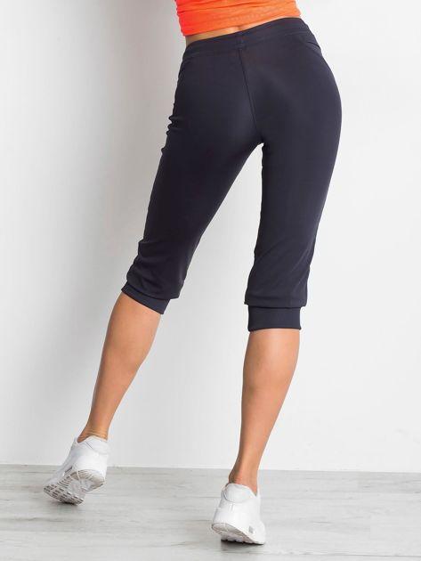 Grafitowe spodnie capri z kieszonką                                   zdj.                                  2