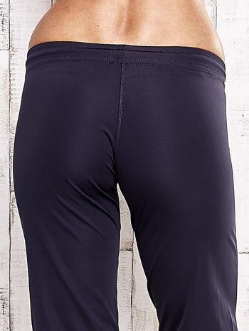 Grafitowe spodnie capri z wszytą kieszonką                                  zdj.                                  6