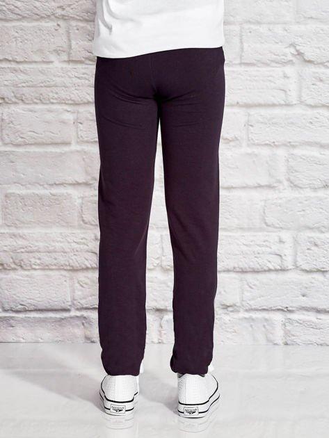Grafitowe spodnie dresowe dla dziewczynki z napisem FOLLOW MY FEET                              zdj.                              2