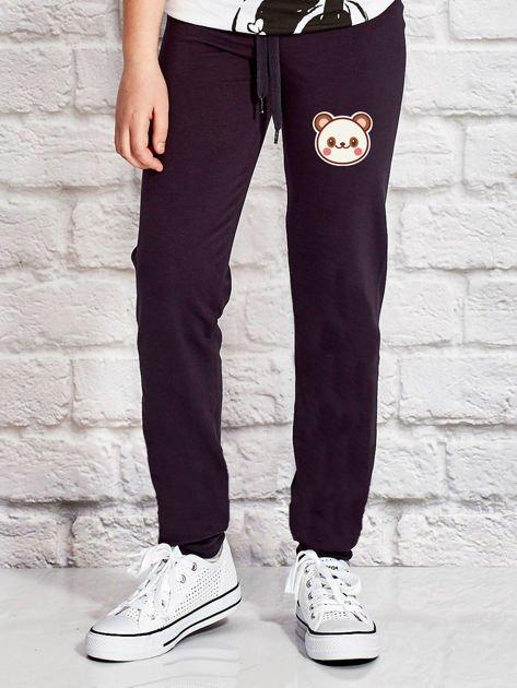 Grafitowe spodnie dresowe dla dziewczynki z pandą                                  zdj.                                  1