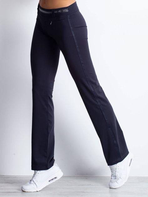 Grafitowe spodnie dresowe z aplikacją z dżetów                                  zdj.                                  3