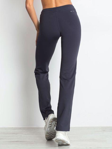 Grafitowe spodnie dresowe z kieszeniami                                  zdj.                                  2