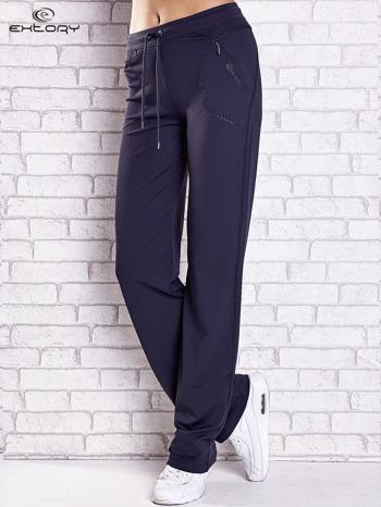 Grafitowe spodnie dresowe z kieszonką i haftem PLUS SIZE
