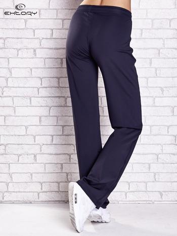 Grafitowe spodnie dresowe z kieszonką i troczkami                                  zdj.                                  3