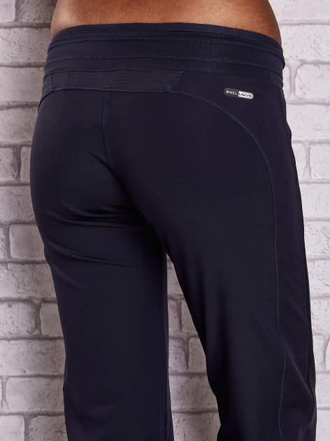 Grafitowe spodnie dresowe ze ściągaczem                                  zdj.                                  6