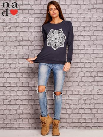 Grafitowy bluza z ornamentowym nadrukiem                                  zdj.                                  2
