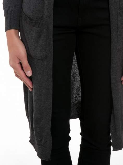 Grafitowy długi gładki sweter kardigan z kieszeniami                                  zdj.                                  6