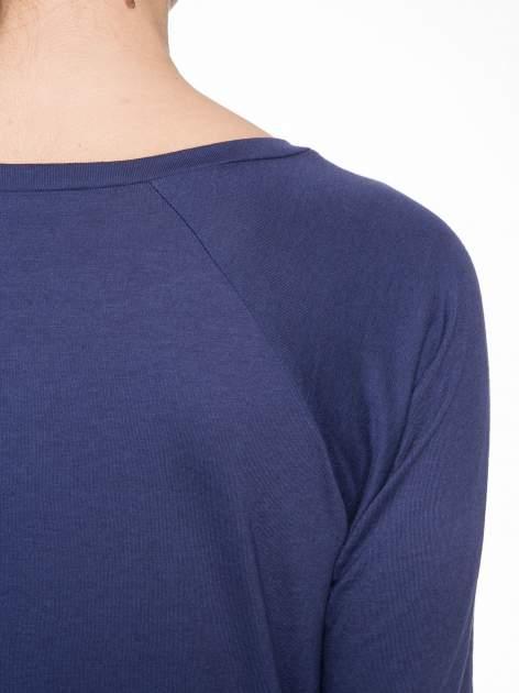 Granatowa bawełniana bluzka z rękawami typu reglan                                  zdj.                                  6