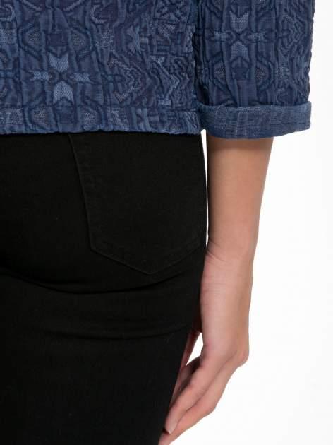 Granatowa bluza tłoczona w azteckie wzory                                  zdj.                                  9