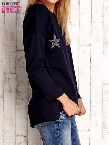 Granatowa bluza z błyszczącymi gwiazdkami                                  zdj.                                  3