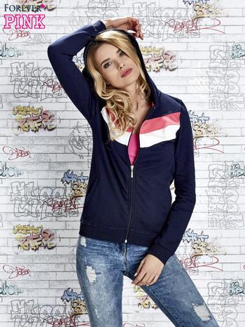 Granatowa bluza z kapturem z kolorowymi przeszyciami