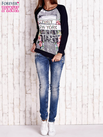 Granatowa bluza z miejskim nadrukiem                                  zdj.                                  2