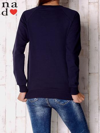Granatowa bluza z motywem dłoni                                  zdj.                                  4