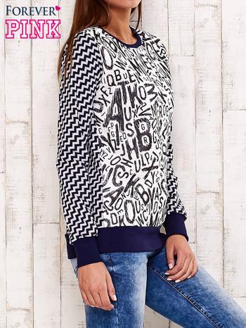 Granatowa bluza z nadrukiem liter i graficznym tyłem                                  zdj.                                  3