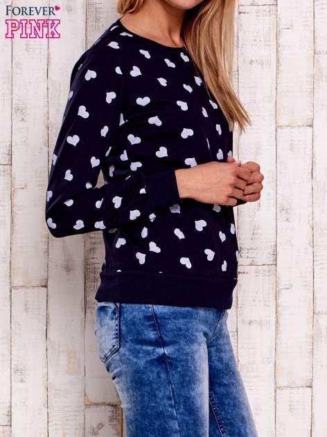 Granatowa bluza z nadrukiem serduszek                                  zdj.                                  3