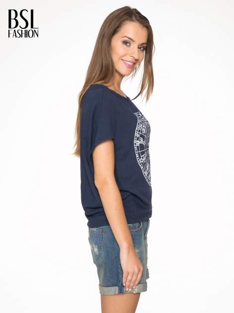 Granatowa bluza z nadrukiem tarczy zodiakalnej i szerokimi rękawami                                  zdj.                                  3