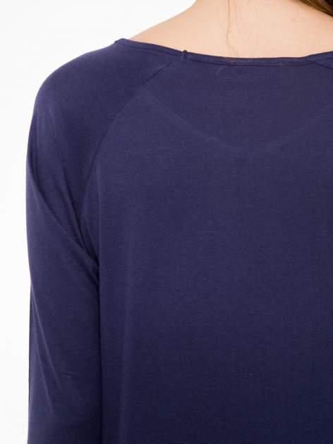 Granatowa bluzka z marszczonym dekoltem i rękawkami 3/4                                  zdj.                                  7