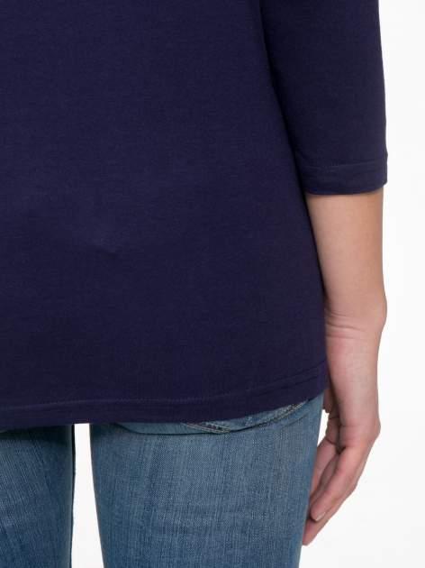 Granatowa bluzka z marszczonym dekoltem i rękawkami 3/4                                  zdj.                                  8