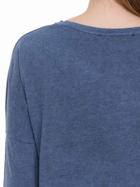Granatowa bluzka z rękawem 3/4 i roślinnym nadrukiem                                  zdj.                                  9