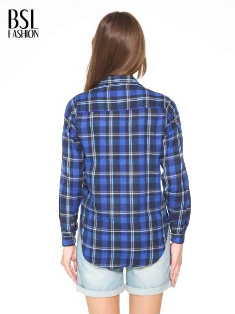 Granatowa damska koszula w kratę z kieszonkami                                  zdj.                                  4