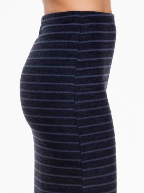 Granatowa dzianinowa spódnica w paski za kolano                                  zdj.                                  7