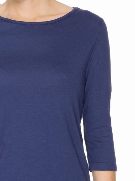 Granatowa gładka bluzka z łezką z tyłu                                  zdj.                                  5