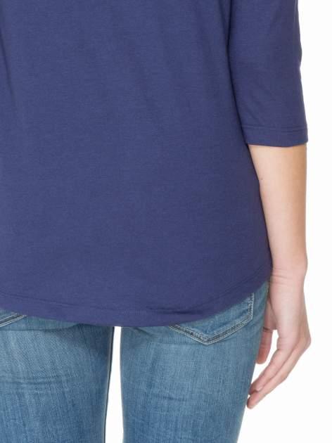 Granatowa gładka bluzka z łezką z tyłu                                  zdj.                                  8