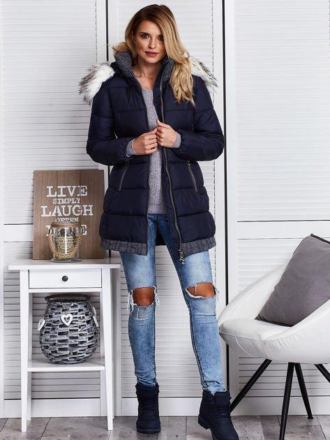 Granatowa kurtka zimowa ze swetrowym wykończeniem                              zdj.                              7