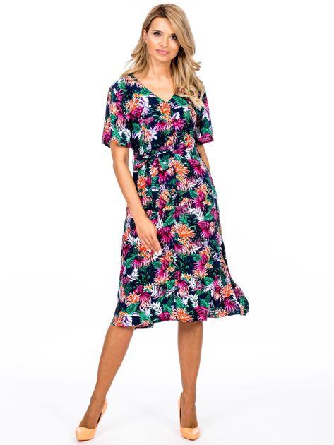 Granatowa kwiatowa sukienka z paskiem                              zdj.                              1