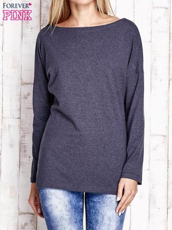 Granatowa melanżowa bluzka z wycięciem na plecach i kokardą                                  zdj.                                  1