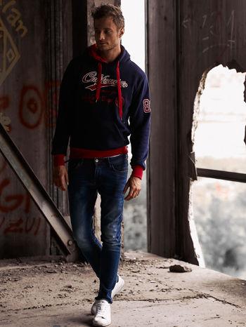 Granatowa ocieplana bluza męska z napisem CALIFORNIA i kapturem                                  zdj.                                  8