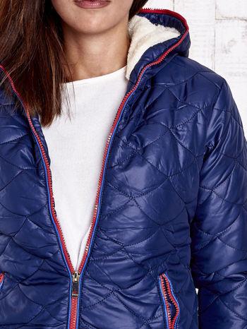 Granatowa pikowana kurtka z futrzanym ociepleniem                                   zdj.                                  8