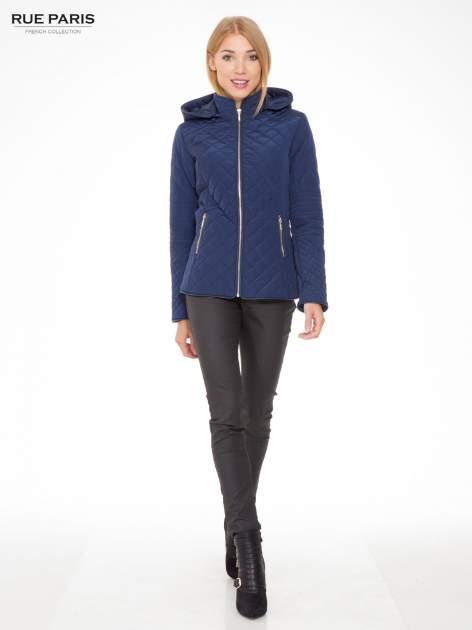 Granatowa pikowana kurtka z kapturem w stylu husky                                  zdj.                                  5