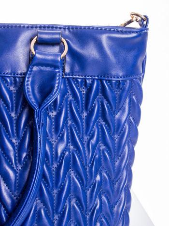 Granatowa pikowana torba na ramię                                  zdj.                                  6