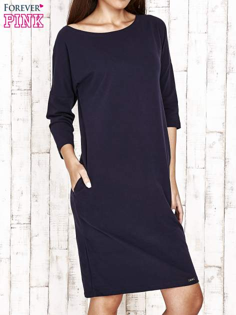 Granatowa prosta sukienka dresowa                                  zdj.                                  1