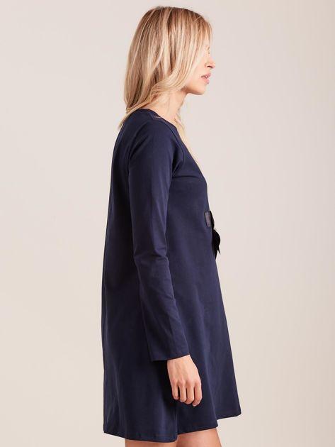 Granatowa sukienka bawełniana z kokardą                              zdj.                              3
