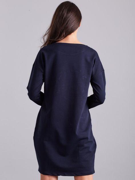Granatowa sukienka damska z aplikacją                              zdj.                              2