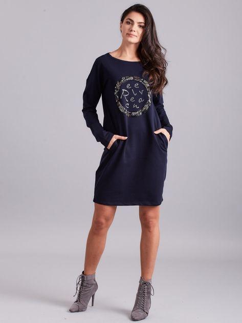 Granatowa sukienka damska z aplikacją                              zdj.                              4