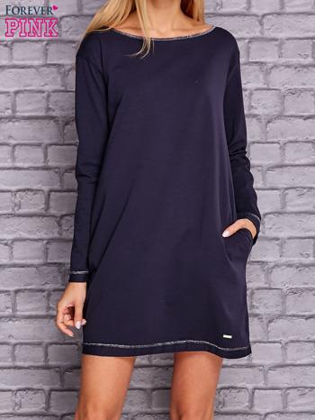 Granatowa sukienka oversize z kieszeniami                                  zdj.                                  1