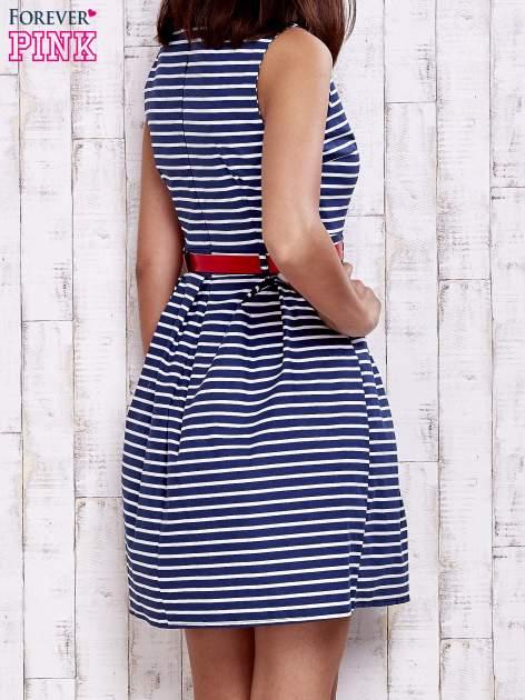 Granatowa sukienka w marynarskim stylu z paskiem                                  zdj.                                  3